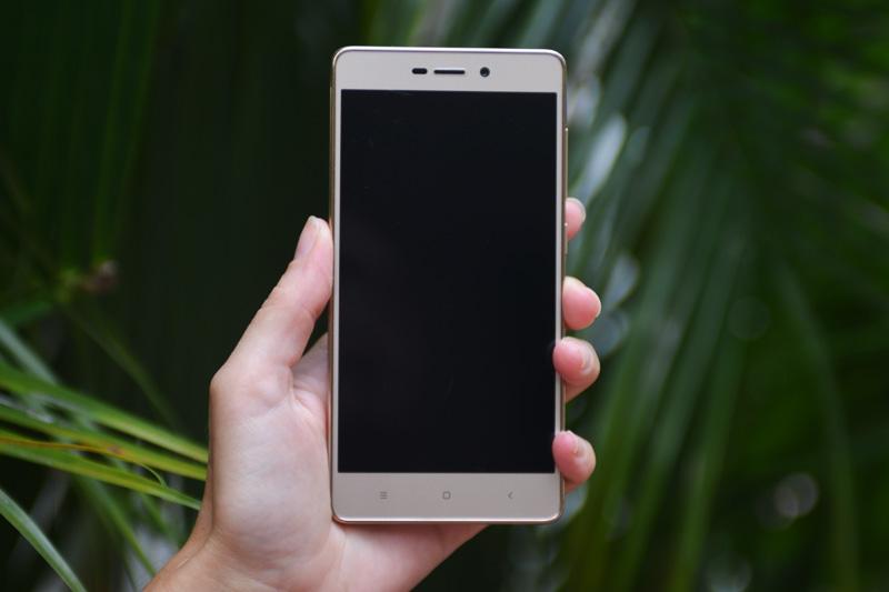 Обзор смартфона Xiaomi Redmi 3s - передняя сторона