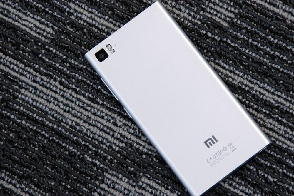 Обзор Xiaomi Mi 3 - задняя сторона