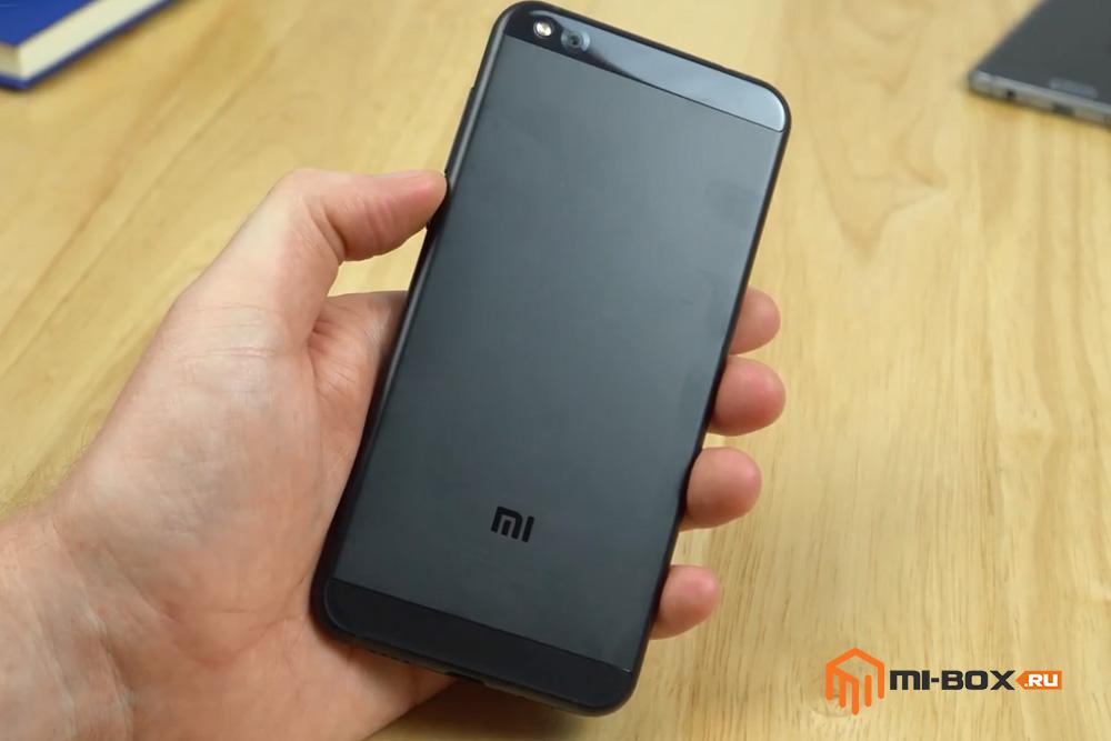 Обзор Xiaomi Mi 5c - задняя сторона