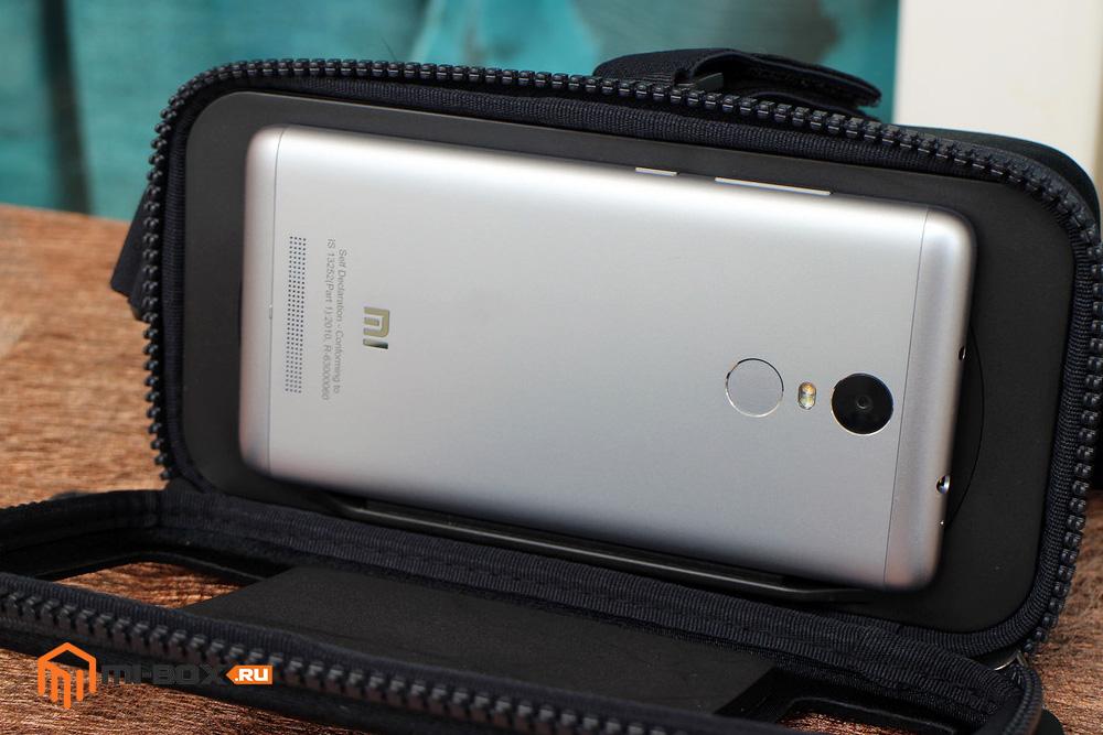 Обзор Xiaomi Mi VR Play - установка смартфона