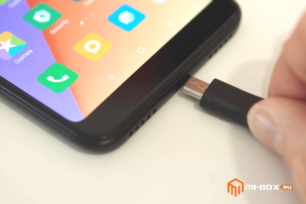 Обзор Xiaomi Redmi 5 Plus - порт microUSB