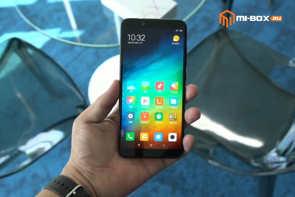 Смартфон Xiaomi Mi 6x - передняя грань