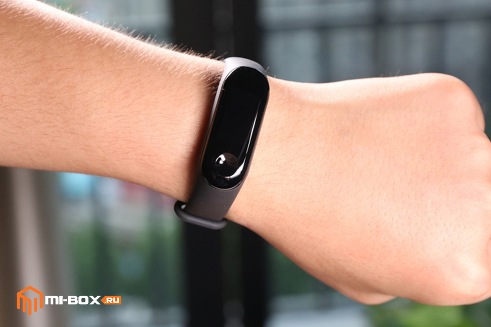 Обзор Xiaomi Mi Band 3 - внешний вид на руке