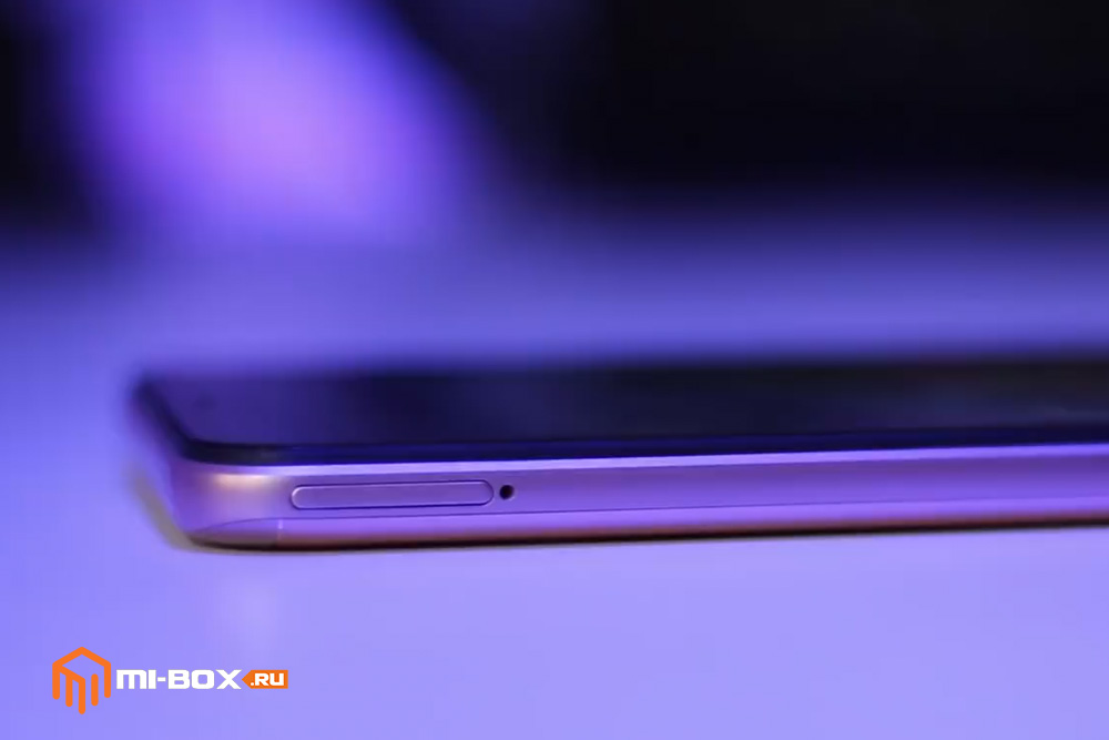 Обзор смартфона Xiaomi Redmi 6 PRO - левая грань