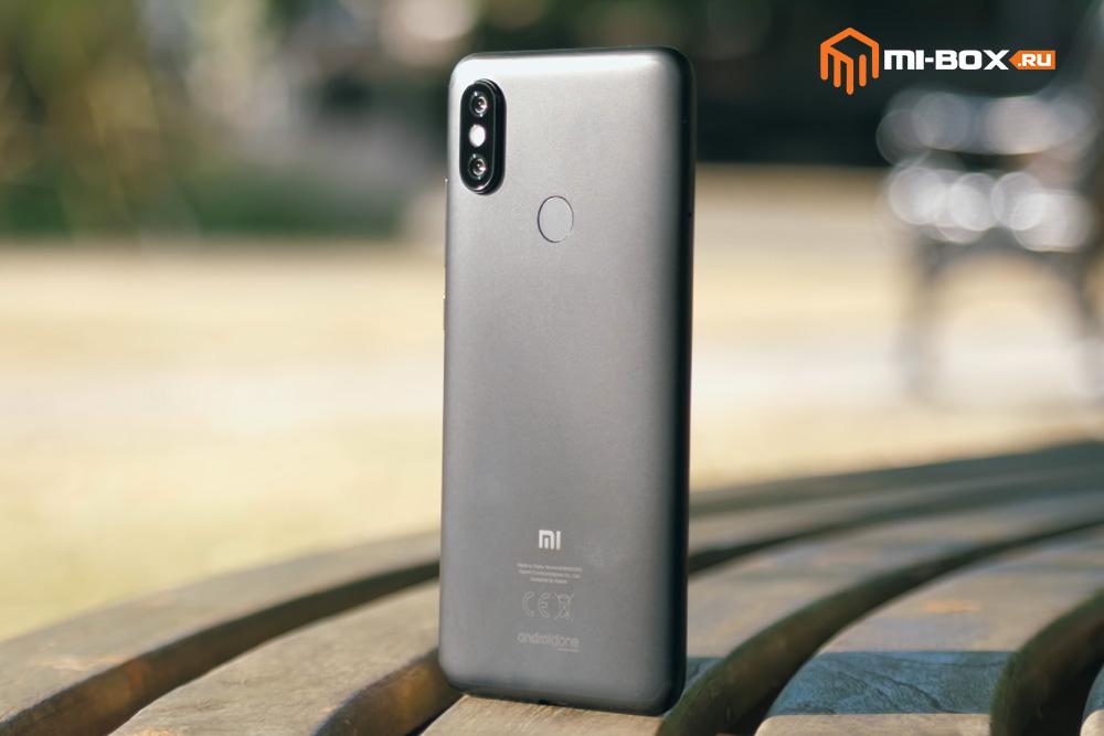Обзор Xiaomi Mi A2 - задняя сторона