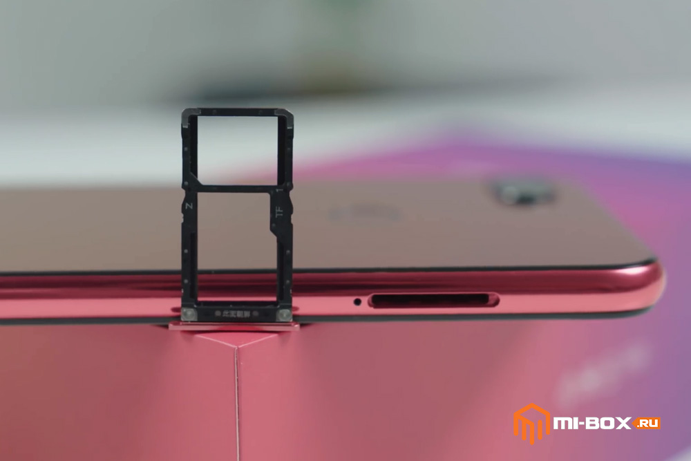 Обзор Xiaomi Mi 8 Lite - правая грань - слот для сим-карт и карты памяти