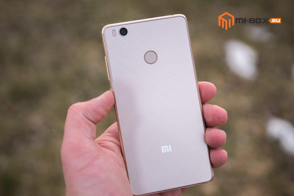 Обзор Xiaomi Mi 4S - задняя сторона