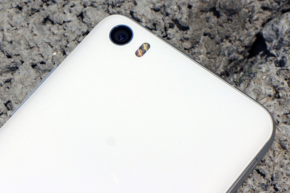 Обзор Xiaomi Mi5 - основная камера со вспышкой