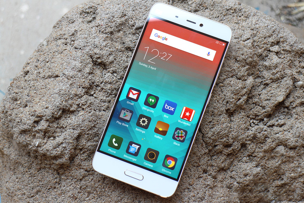 Обзор Xiaomi Mi5 - передняя сторона