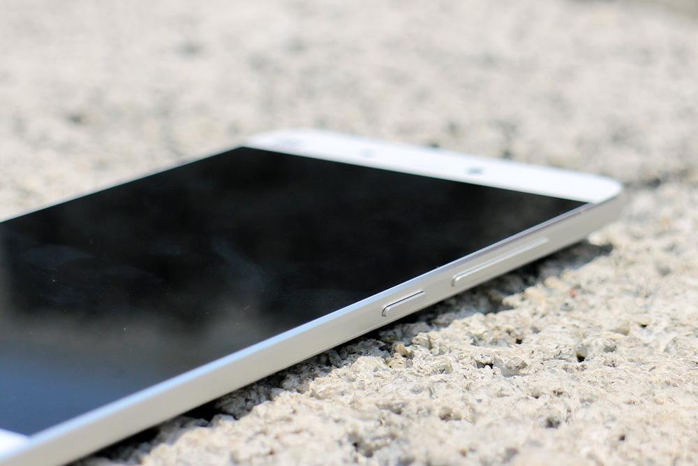 Обзор Xiaomi Mi5 - правая грань