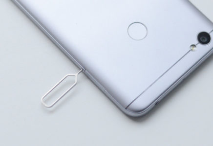 Как вставить симку в Xiaomi Redmi Note 5a Prime?