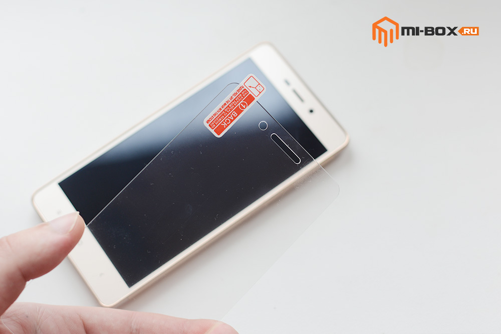 Клеем защитное стекло на Xiaomi