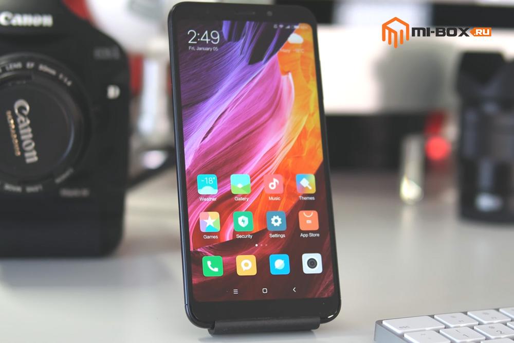 Обзор Xiaomi Redmi 5 Plus - передняя сторона