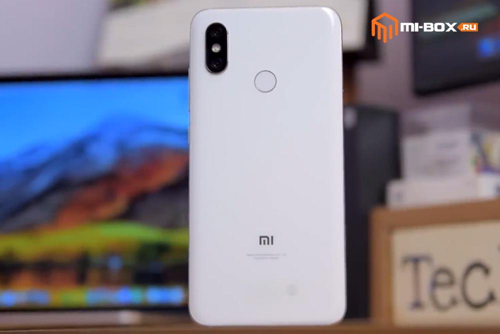 Обзор Xiaomi Mi 8 - задняя сторона