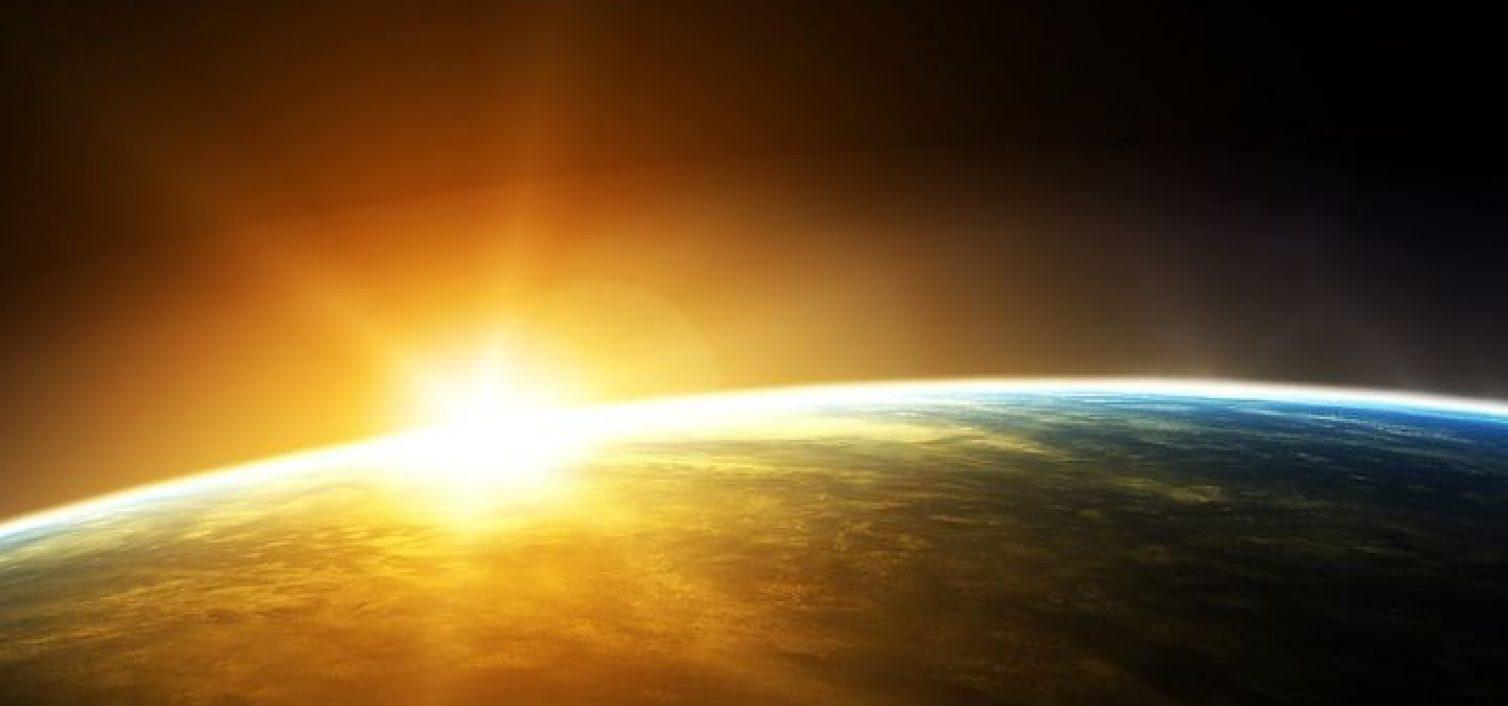 Xiaomi Mi10 Pro из космоса сфотографировал Землю и Солнце